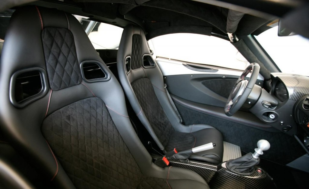 Dream-Cars-Dream-Car-Most-Expensive-Cars-Bugatti-Hennessey-Venom-GT-Beverly-Hills-Magazine-3