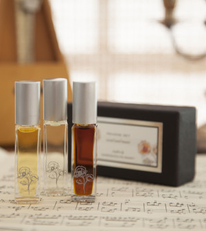 Gwendolyn-Mary-Pavane-Collection-Kathleen-Laccinole-Perfume_Set-Beverly-Hills-Magazine-WEB