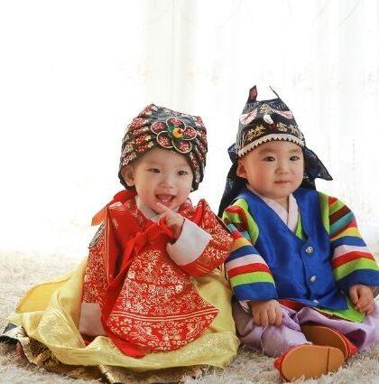 Traditional Dol Hanbok vs Modern Dol Hanbok #ranchosantefe #ranchosantafemagazine #dolhonboks #doljanchi #dolaccessories #koreanbirthdaycelebration